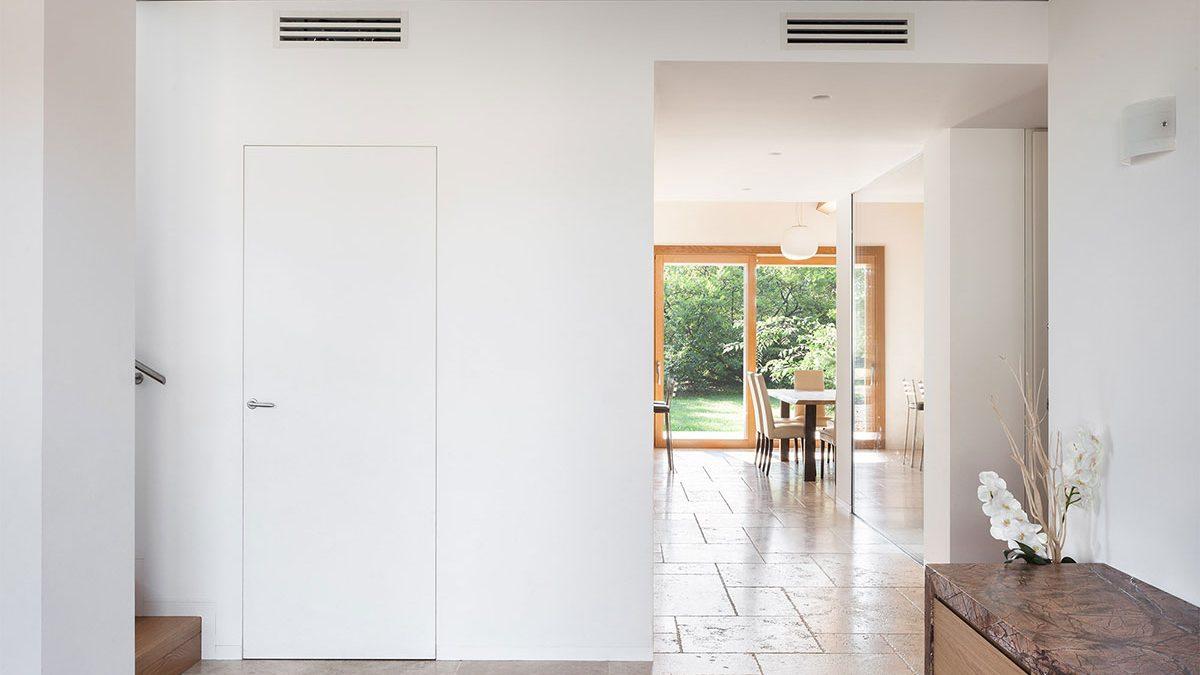 Nevidljivi ulaz: <b>Tapet skrivena vrata</b> za sofisticirane enterijere
